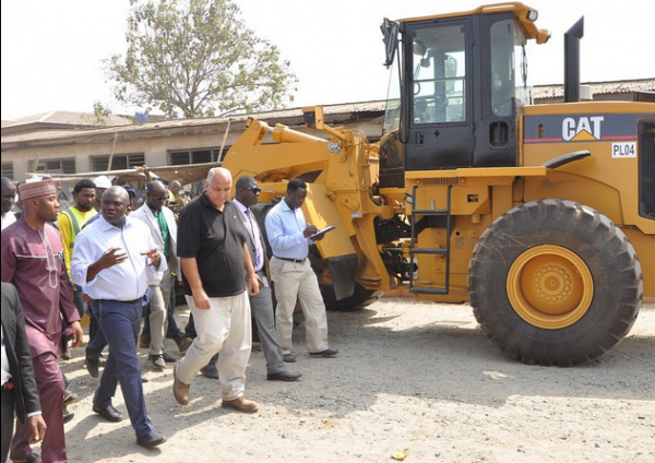 Ambode-inspecting-road-projects